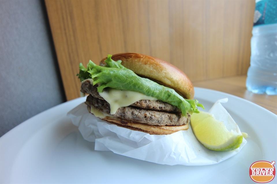 hamburger signature au guacamole - 960×640